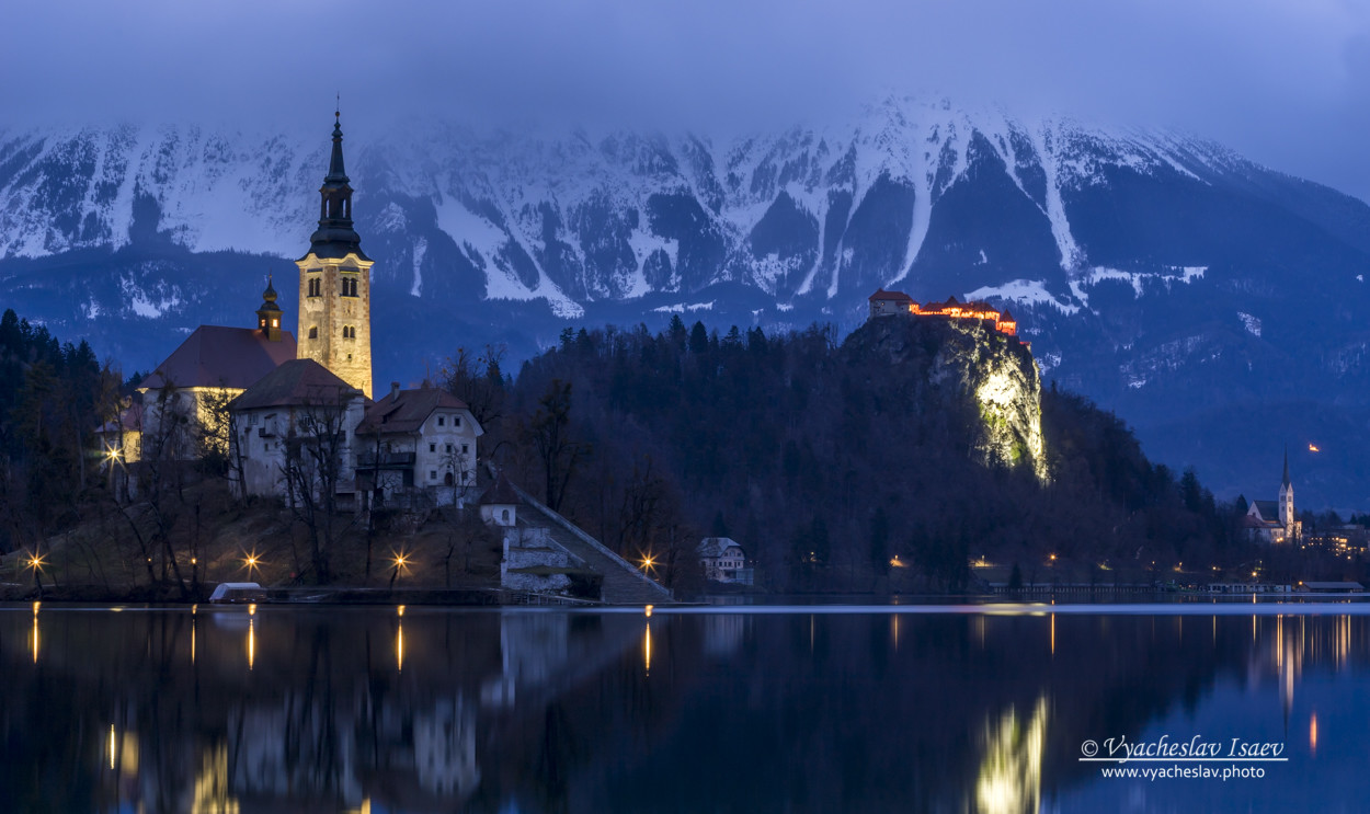 Evening_view_on_bled_lake